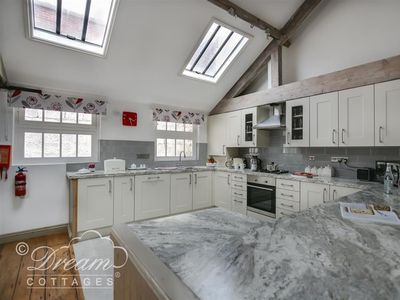 Photo for UPSIDEDOWN HOUSE, pet friendly in Brewers Quay Harbour, Ref 994746