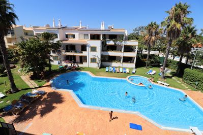 Large swimming pool, perfect to jump in on a hot day !