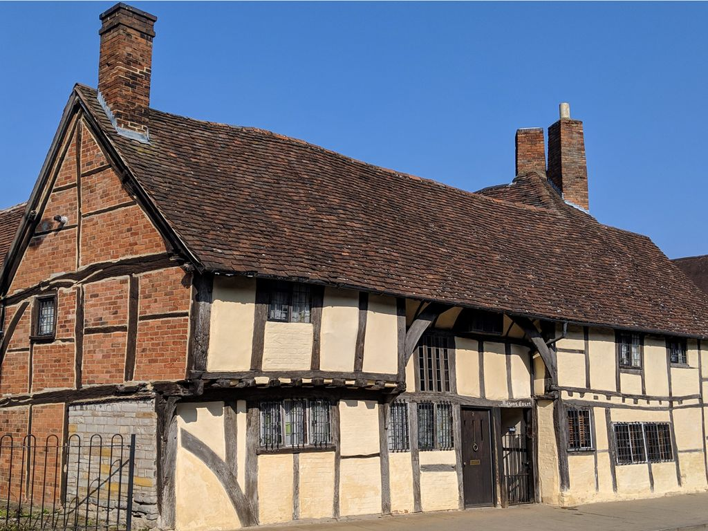 ONE MASONS' COURT, pet friendly in Stratford-Upon-Avon, Ref 988770 - City  Centre