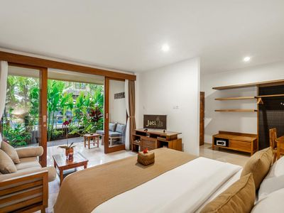 Photo for Paradise Superior Room with free Breakfast close to monkey forest.