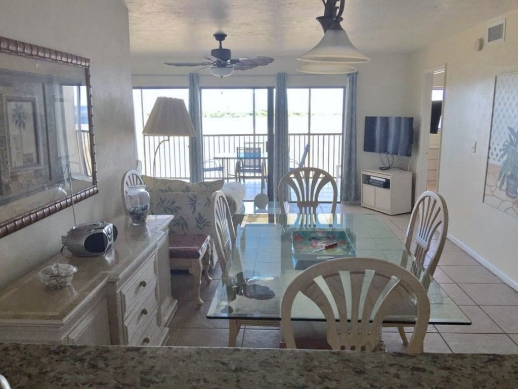 SUNSATIONAL CORNER CONDO: JULY 14-21 $700.00 FOR THE WK.2BDRM/2BTH GREAT BEACH!