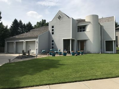 Modern Luxury 5bd/5bath Centrally Located
