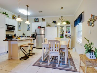 First-floor condo w/ lovely kitchen & shared pool - close to the beach