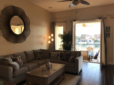 Stunning Waterfront Townhome With Private Rooftop Deck, 5 Mins Walk to the Beach