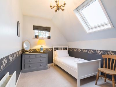 Photo for NEW Cosy 2 Bedroom Detached House West Finchley
