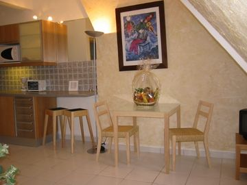 Rue Cler market street, 4*  1BR apartment. Quiet and cosy