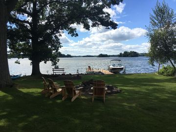 'Barefoot' Lake House–Play, Rest & Relax