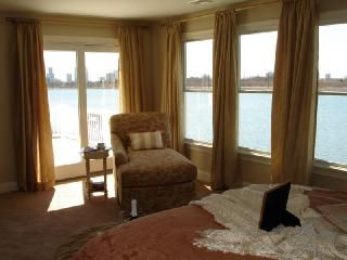 Luxury house on water with 4 decks amazing view @ spa like with sauna!