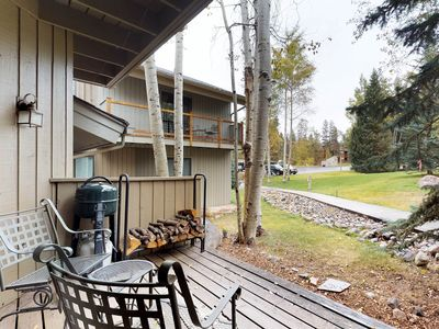 Photo for Mountain condo w/deck & shared hot tub/pool - bus to lifts!