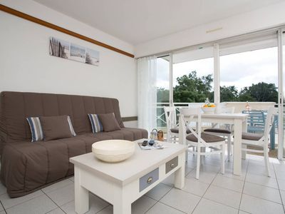 Photo for Appartement ensoleillé sur le terrain de golf! | Balcon/terrasse!