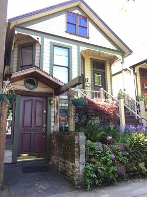5br/3bth elegant house downtown NW, larger groups