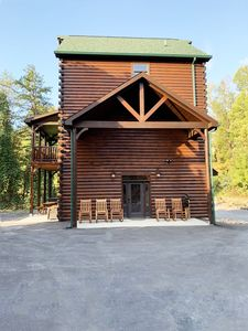 Photo for Luxury 5 Bedroom 5 Bath Log Cabin Close to Town & Trolley