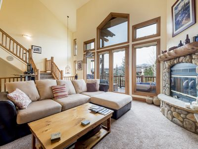 Photo for Bright & luxurious townhome with pool, hot tub & tennis court near ski resort