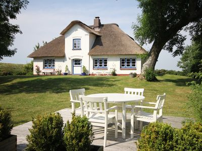 Photo for Thatched cottage in an idyllic and secluded location at St. Peter-Ording