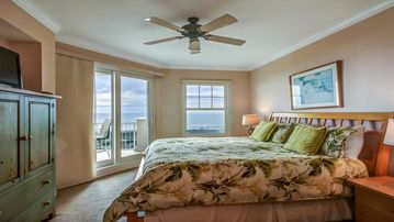 Lovely Oceanfront 4th floor condo. 2 bedrooms/2 baths