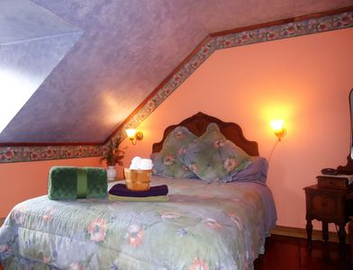 Nuage, room queen bed, shared a living and bathroom with room Magenta, Second floor