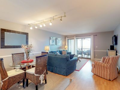 Photo for Dog-friendly condo features beach club access, nearby tennis, beach, and more