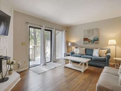 Photo for Chic and modern 2 beds/ 2.5 baths unit in Shipyard Plantation!