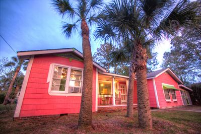 Palm trees and porches. My Island Cottage. large, fun family beach house. 18P