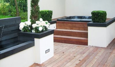 Outdoor jacuzzi and water feature fab all year even in the snow