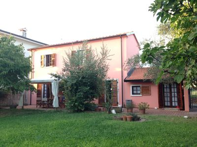Photo for Farmhouse surrounded by olive trees of the ancient Luni a stone's throw from the sea