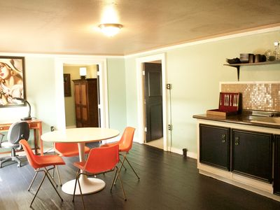 Cute fully furnished 1 bedroom house close to National Forest and Ratcliff Lake