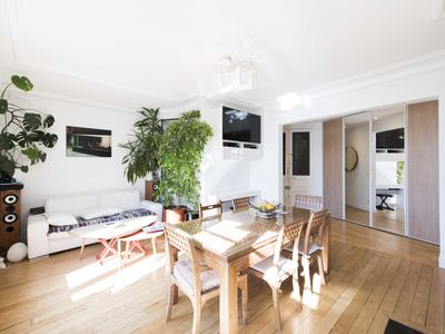 Photo for Centrally located 3 bed apartment, walk to main attractions! (Veeve)