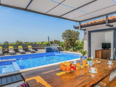 Photo for 5 bedroom Villa, sleeps 9 in Viskovići with Pool, Air Con and WiFi
