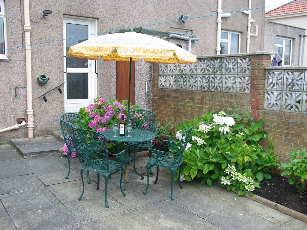 Property Image#2 House In Quiet Residential Area With Enclosed Garden