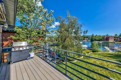 You'll love soaking in the fresh mountain air and  the water views on the back deck complete with gas BBQ