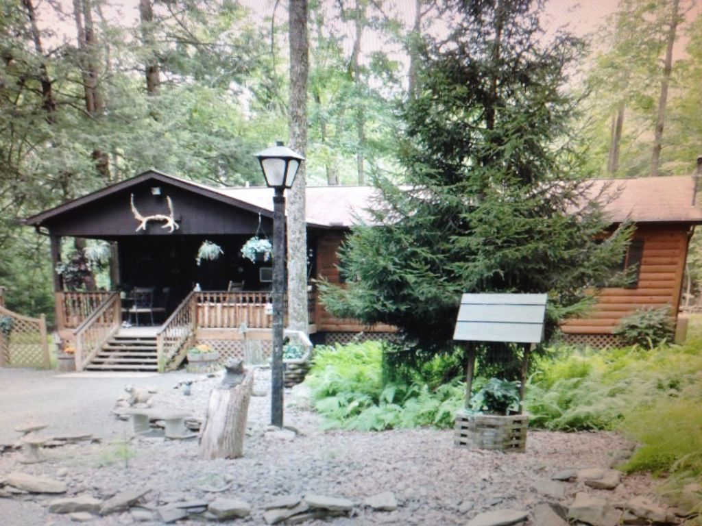 drobek wonderlnd poconos couples vacation nturl pocono rental rentals cabins lake harmony on for cabin pet friendly info the house