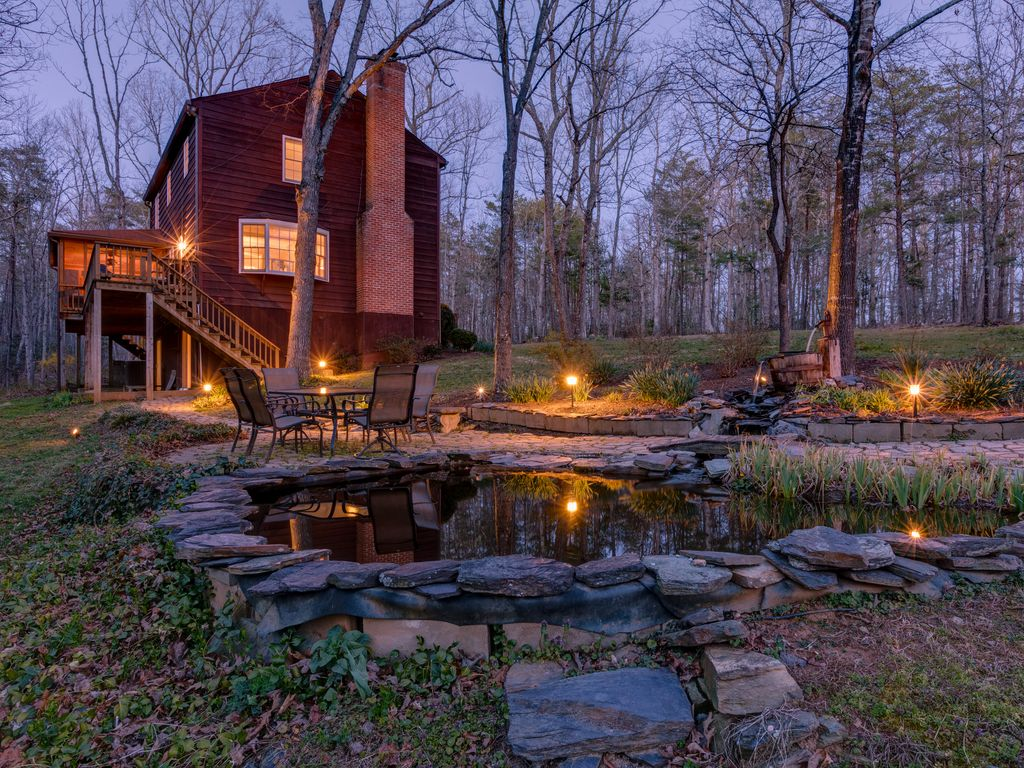 Private retreat on 10 acres minutes from mo vrbo for Charlottesville cabin rentals hot tub