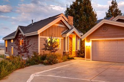 Beautiful 1800 sq ft home with Garage