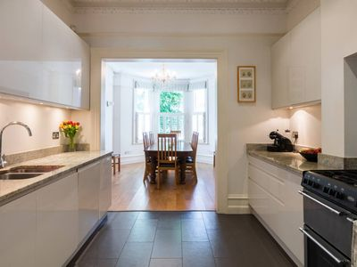 Photo for Traditional 5bed family home, 2min from tube