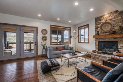Modern Luxury - Elevator, 2 Master Suites, Home Theater, Hot Tub, 2 Mins to  DV Lift+FREE SKI RENTAL - Heber City