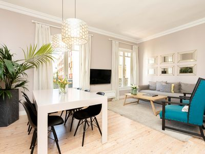 Photo for Stunning 3 bedroom apartment next to the Retiro