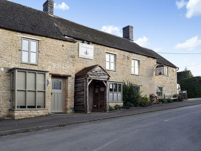 Photo for 3 bedroom accommodation in Salford, near Chipping Norton