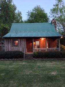 Camp David- Quiet, Charming & Beautiful 2 Bedroom Cabin on the Little Red River