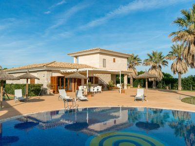 Photo for Magnificent finca with air conditioning, private pool and children's playground for 8 people