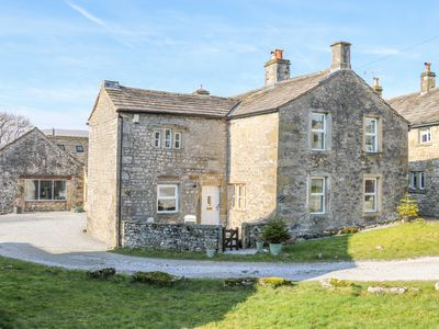 Photo for RENSHAW FARM, pet friendly, with open fire in Grassington, Ref 997413