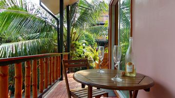 Islandview Holiday Villas, Poolside