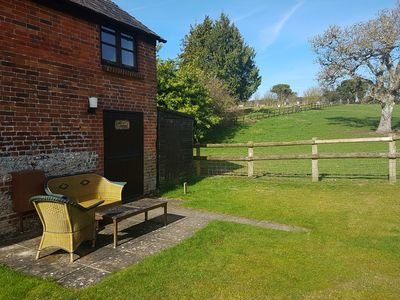 Photo for BLUEBELL COTTAGE, pet friendly, with a garden in Pimperne, Ref 950045