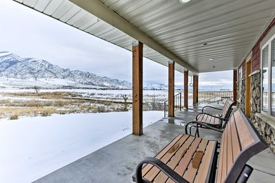 Bask in beautiful mountain views from this 2,000-square-foot vacation rental!