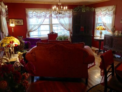 Charming Cottage in Historic District Close to Downtown
