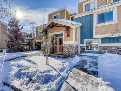 Photo for Modern mountain condo w/private balcony, grill, & gas firepit - Bus to slopes!