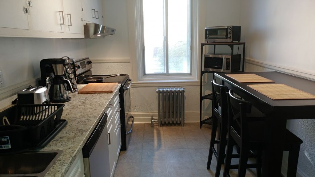 Gorgeous Freshly Renovated 1 Bedroom Apartment In Montreal Montreal