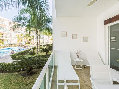 Photo for Caribbean Oasis, Pool, BBQ, Gym, Walk to Beach Dining