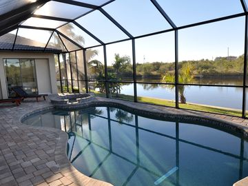 Hibiscus Chateau--Waterfront, Southern Exposure Heated Pool/Spa--South Gulf Cove