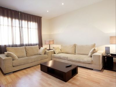 Photo for Montjuic Fountains I apartment in Sants with WiFi, air conditioning & lift.