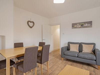 Photo for Bright 1 bed flat sleeps 4 in vibrant Islington